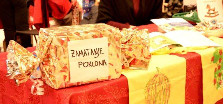 Zamatanje darova za kupce